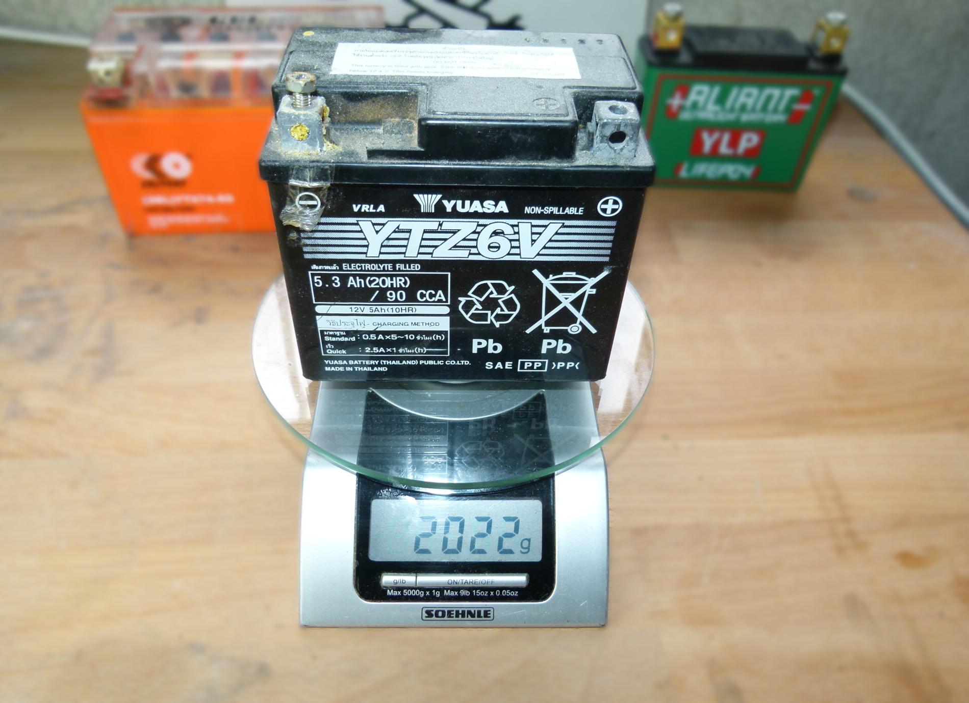 batterie moto trop remplie